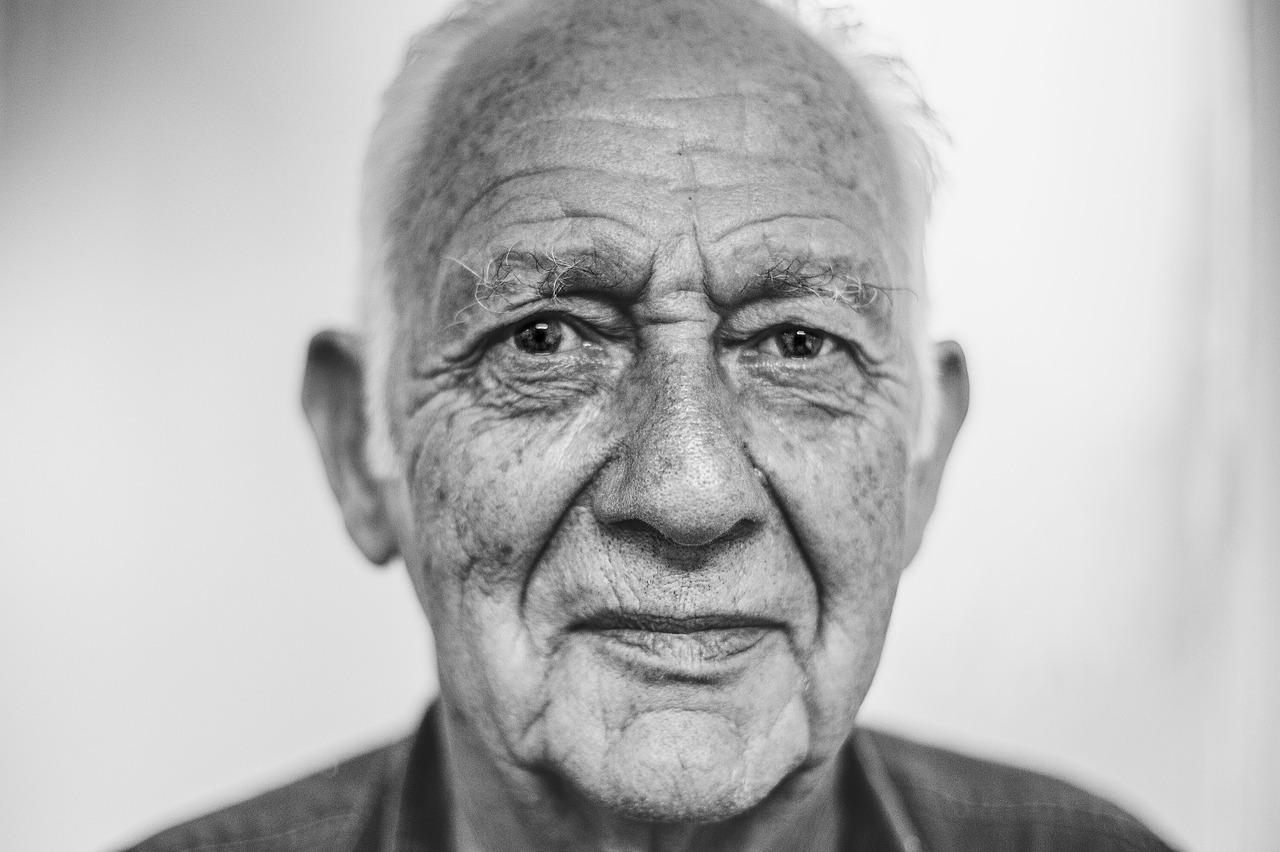 old-man-1208210_1280-1